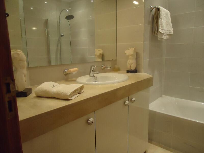 veronica-and-john-bulton-bathroom-builders-tenerife-rad-interiors (4)