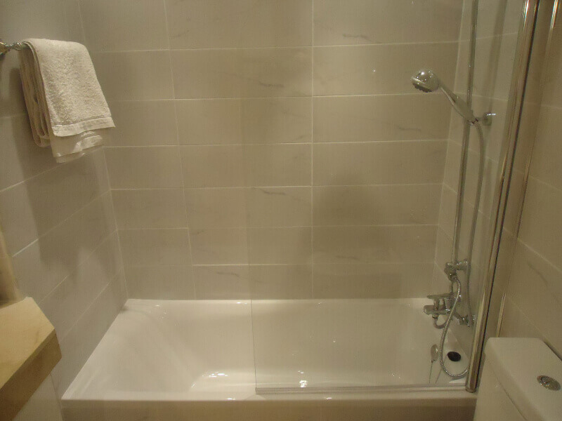 veronica-and-john-bulton-bathroom-builders-tenerife-rad-interiors (6)