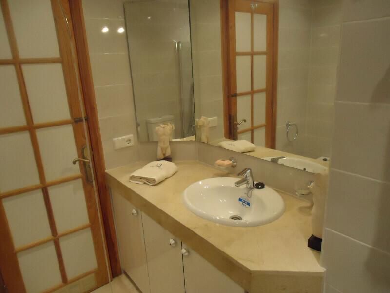 veronica-and-john-bulton-bathroom-builders-tenerife-rad-interiors (8)
